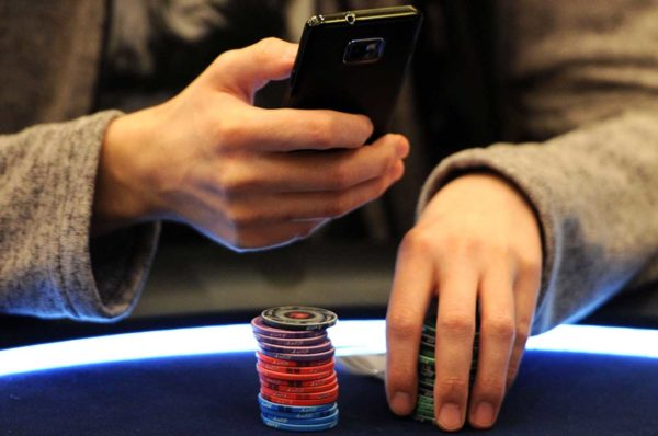 play poker online via a mobile device
